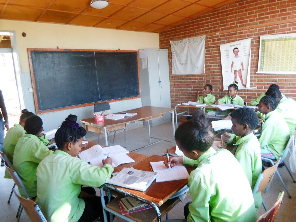 Eritreassa oppilaat tunnilla